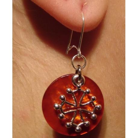 Boucles d'oreilles croix occitane (métal argenté sur nacre orange)