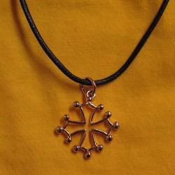 Collier avec croix occitane évidée dorée